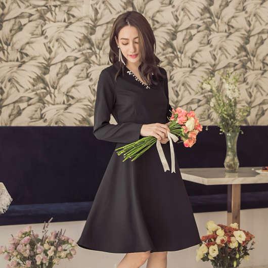 精緻美顏效果V領修身長袖洋裝