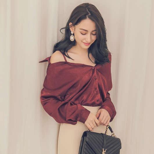 柔美絲綢光澤緞面露肩襯衫