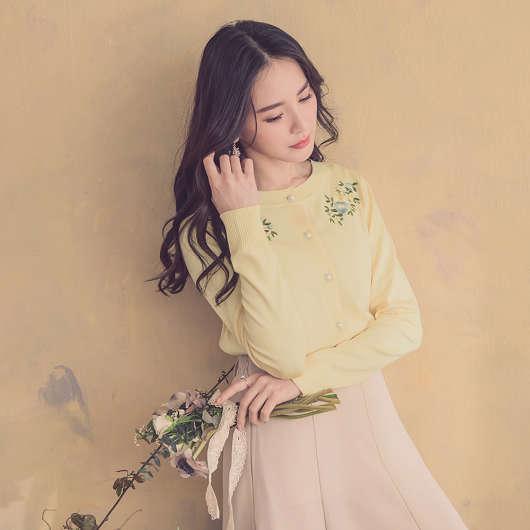 YOCO-優雅姐姐花朵刺繡珍珠釦多色針織外套