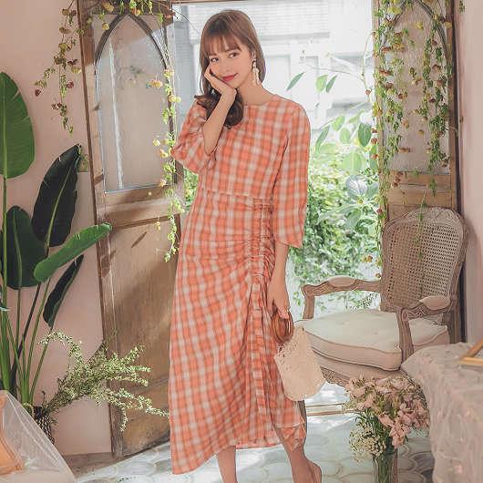 YOCO-浪漫時尚側腰抓皺綁帶格紋洋裝