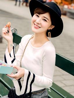 安琪聯名巴黎美學多色喇叭袖上衣-米白