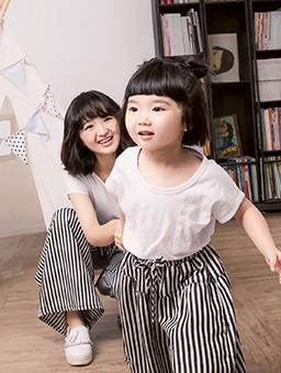 酷琪琪聯名親膚極簡素色棉質上衣-童-白色
