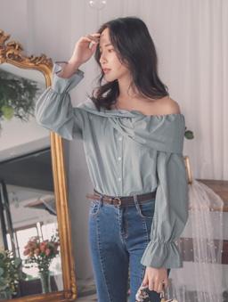 YOCO-曼妙女伶交叉外翻一字領排扣襯衫上衣-藍
