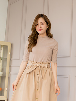 百搭時尚多色微高領坑條針織上衣-杏