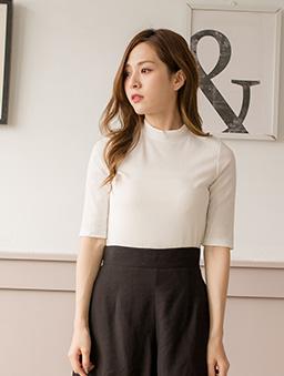 百搭時尚多色微高領坑條針織上衣-白色