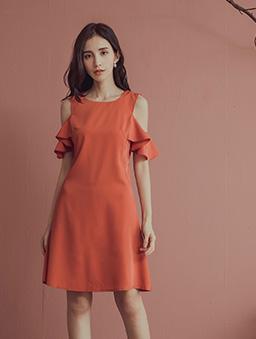 微甜女孩露肩波浪荷葉袖雪紡洋裝-磚紅