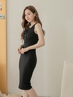 性感修身多色綁帶設計無袖洋裝-黑