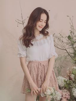 YOCO-優雅唯美蕾絲圓領荷葉袖上衣-白色
