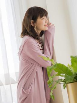 tokichoi -品牌嚴選雙口袋連帽澎袖罩衫外套-粉紫