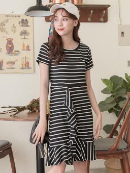 YOCO-鄰家女孩條紋荷葉層次裙襬飄逸洋裝-黑