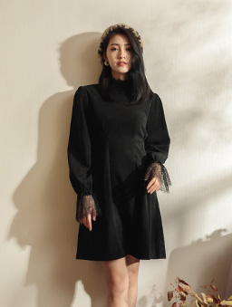 浪漫氣質蕾絲領袖修身腰線洋裝-黑