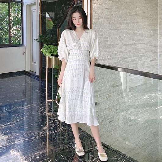 法式浪漫V領珍珠花束泡泡袖洋裝