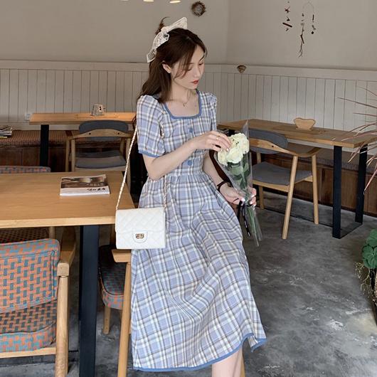 野餐女孩格紋方領後露腰綁帶洋裝