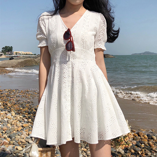 法式純白雕花蕾絲洋裝