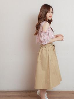 自然女孩腰鬆緊附綁帶假排釦中長裙-卡其