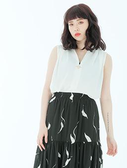戀愛升溫V領打摺造型釦環雪紡上衣-白色