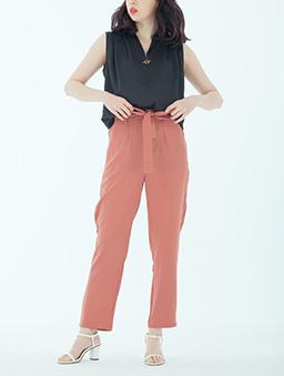 知性氣質附綁帶打摺設計老爺褲-磚紅