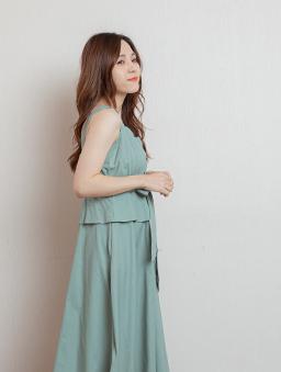 氣質簡約V領顯腰身可調式細肩帶洋裝-綠