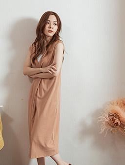 休閒甜心扭結設計下擺開衩無袖洋裝-粉橘