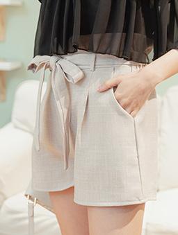 時尚重點多色高腰後鬆緊附綁帶花苞短褲-杏