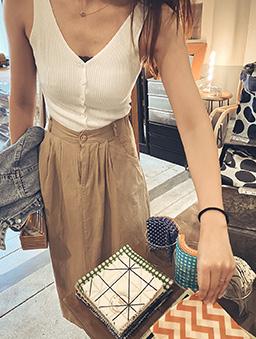 夏日甜甜多色雙V領排釦坑條小背心/上衣-白色