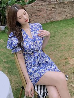 沁甜韓妞碎花綁帶微露公主袖洋裝-藍