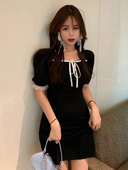 優雅性感蕾絲滾邊綁帶修身洋裝-黑