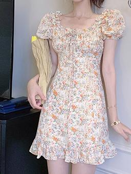 氣質甜心彩繪花朵泡泡袖洋裝-杏