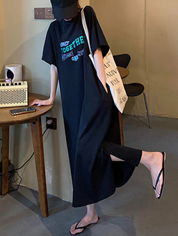 慵懶在一起印花長版休閒洋裝-黑