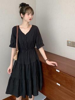 夏日泡泡感V領層次蛋糕裙收腰洋裝-黑