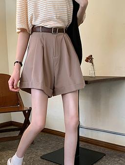 氣質美眉超百搭反折西裝休閒短褲-杏