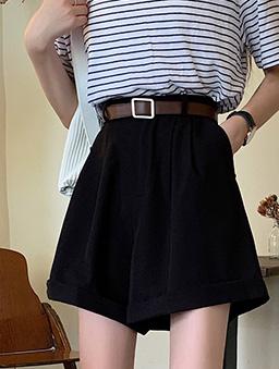 氣質美眉超百搭反折西裝休閒短褲-黑