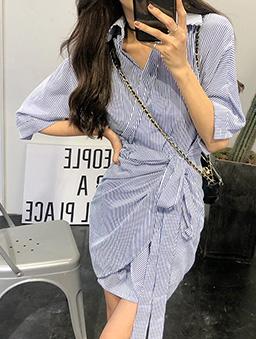 夏日女神交疊綁帶條紋襯衫洋裝-藍