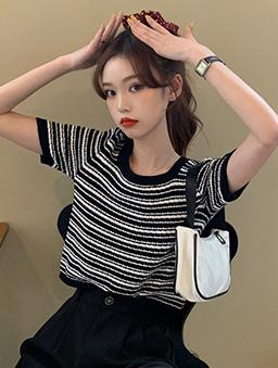 時尚簡約黑白條圓領針織上衣-黑白