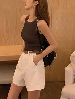 挺版寬口反折休閒短褲-白色