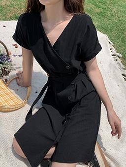 法式側排釦收腰洋裝-黑