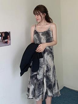 水墨暈染雲紋吊帶洋裝-黑