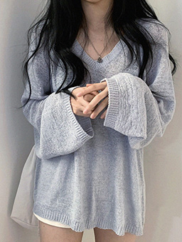 鬆軟V領薄針織上衣-藍