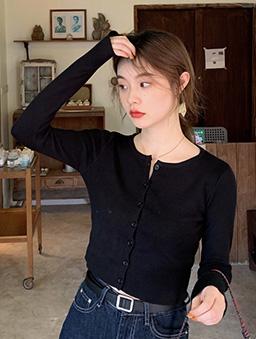 多色短版圓領針織開襟上衣-黑