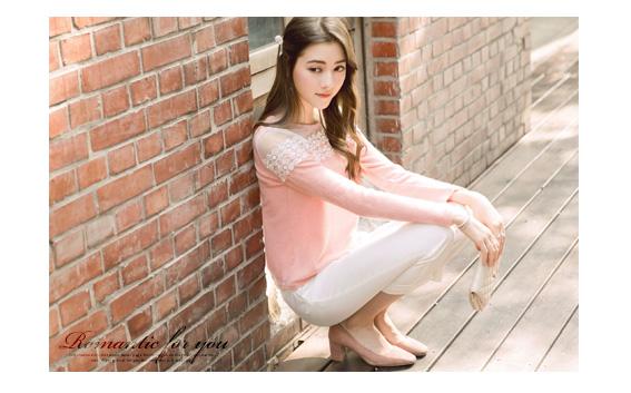 輕熟美人綴珠蕾絲網紗毛織上衣-粉色