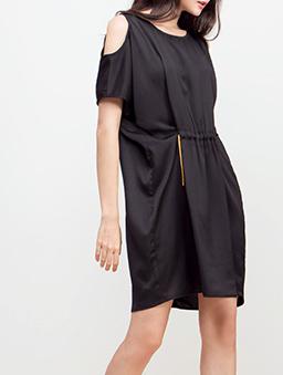 華麗極致挖肩顯腰抽鍊洋裝-黑